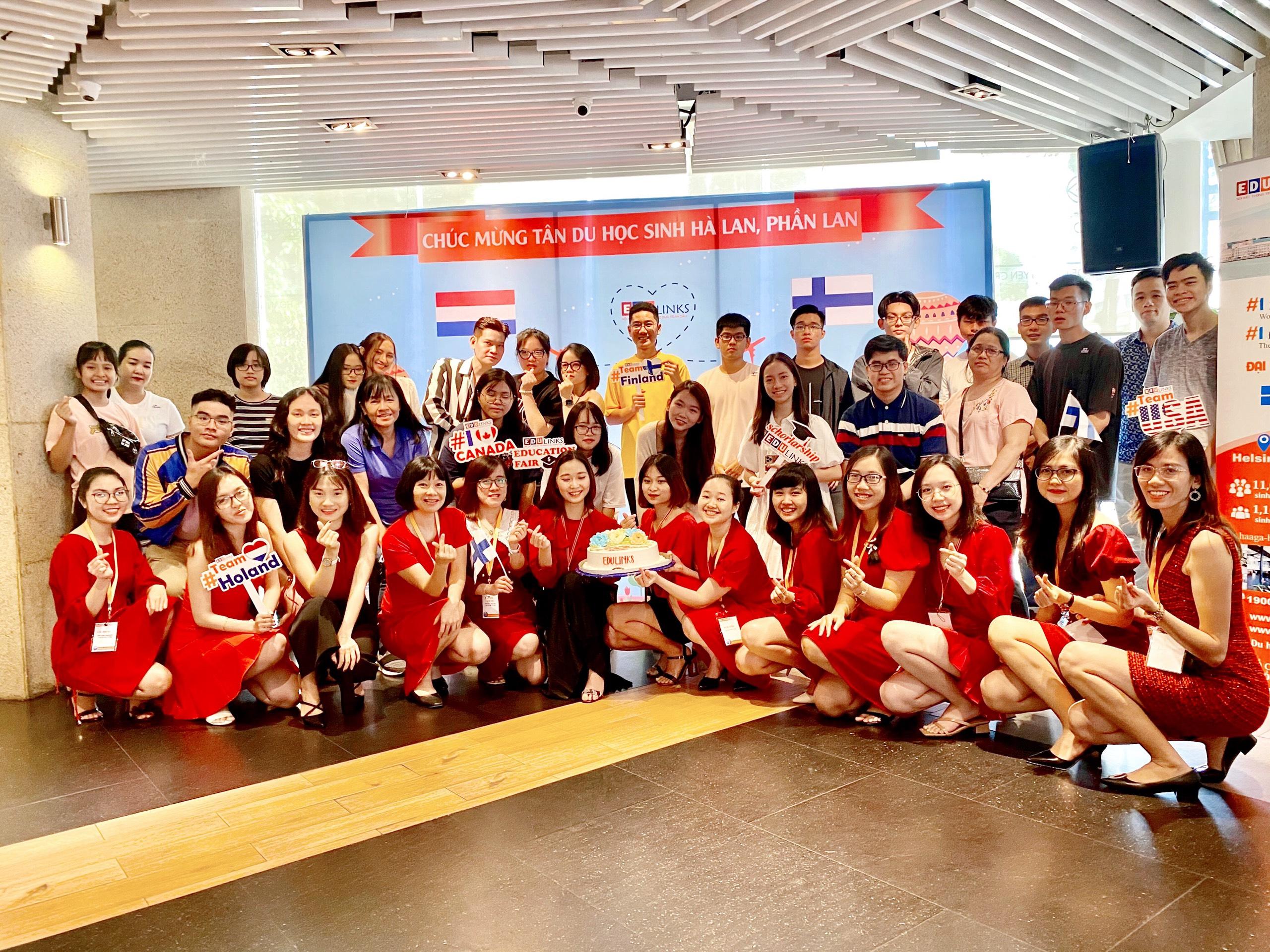 Tiệc chúc mừng và hướng dẫn bay học sinh du học Phần Lan của Du học Edulinks kỳ tháng 9/2020 tại Hồ Chí Minh